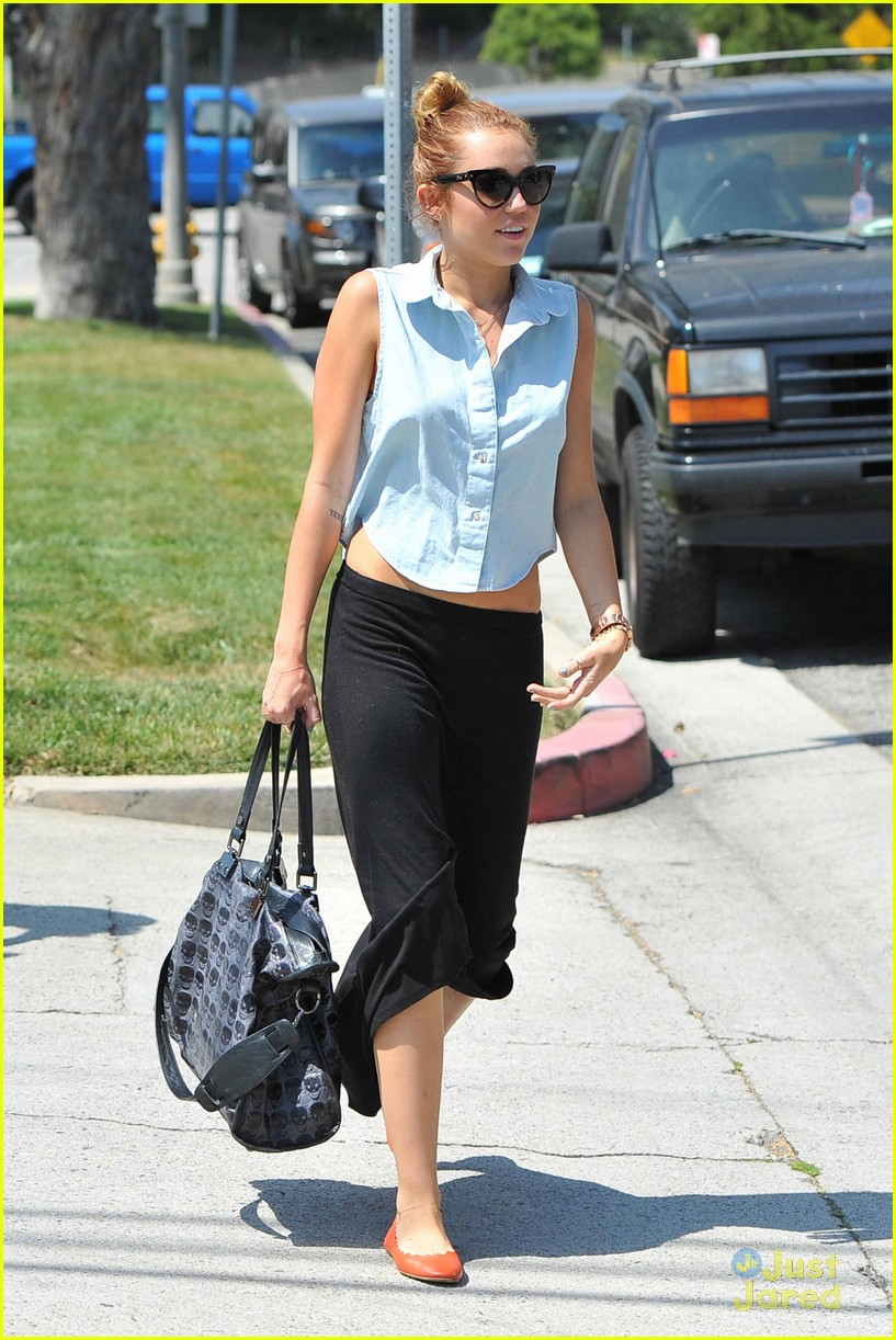 miley cyrus liam hemsworth lunch 02