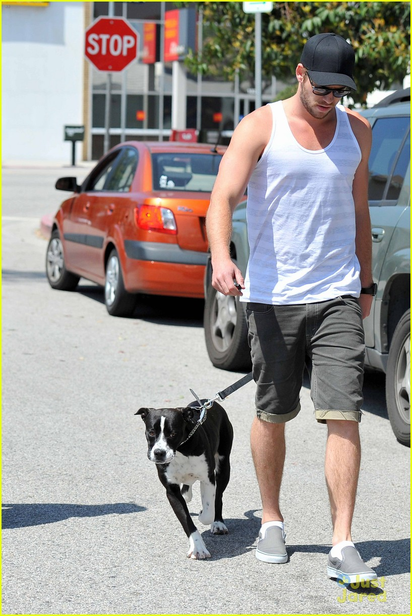 miley cyrus liam hemsworth lunch 04