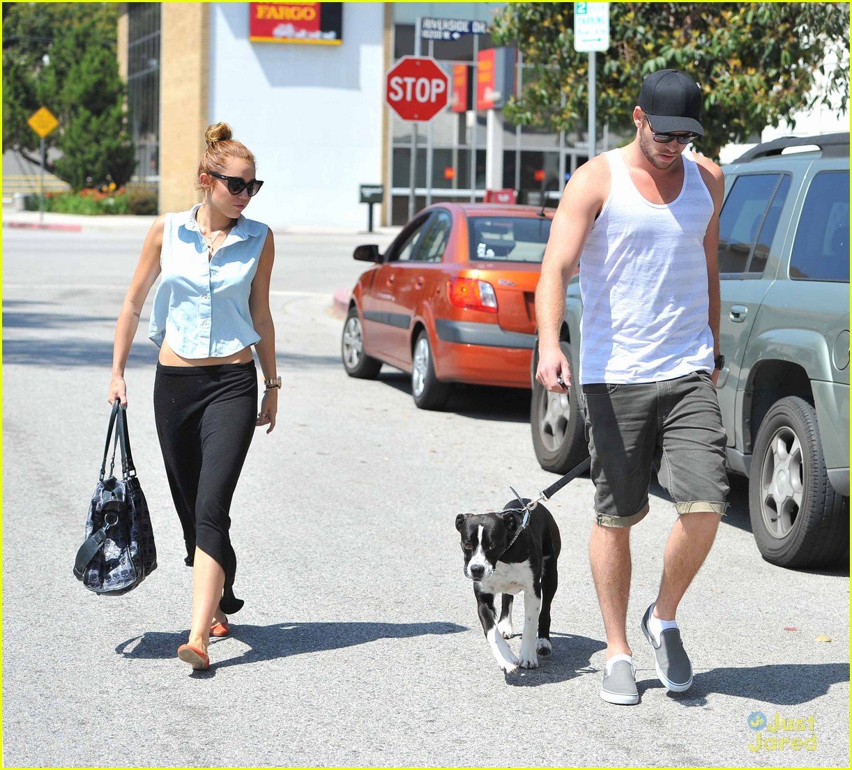 miley cyrus liam hemsworth lunch 07