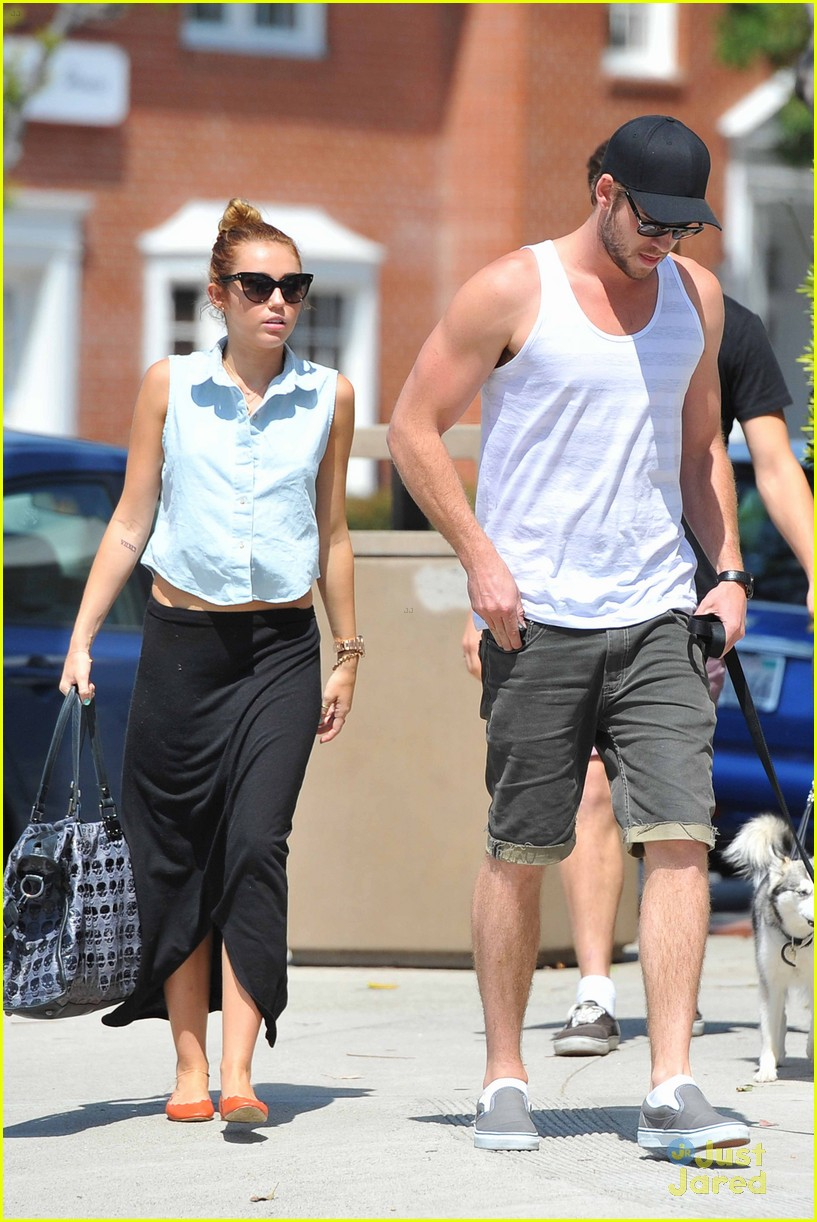 miley cyrus liam hemsworth lunch 10