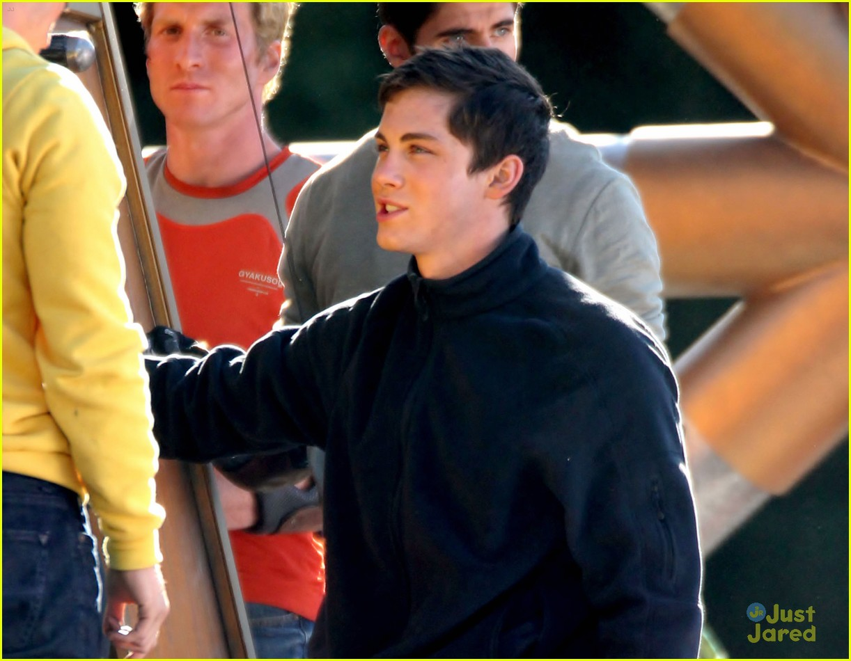 logan lerman leven rambin camp training 02