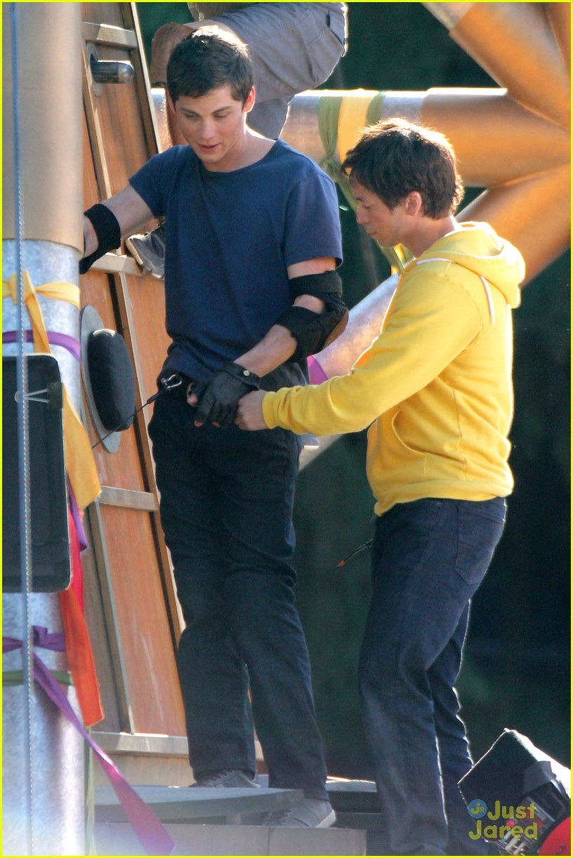 logan lerman leven rambin camp training 08