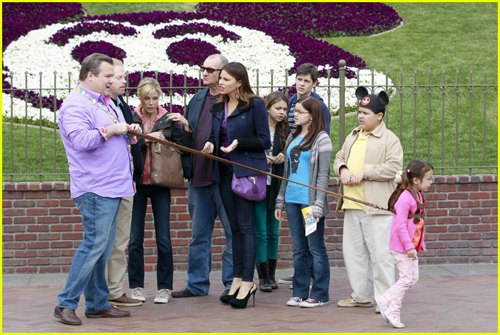 sarah hyland mf disneyland 02