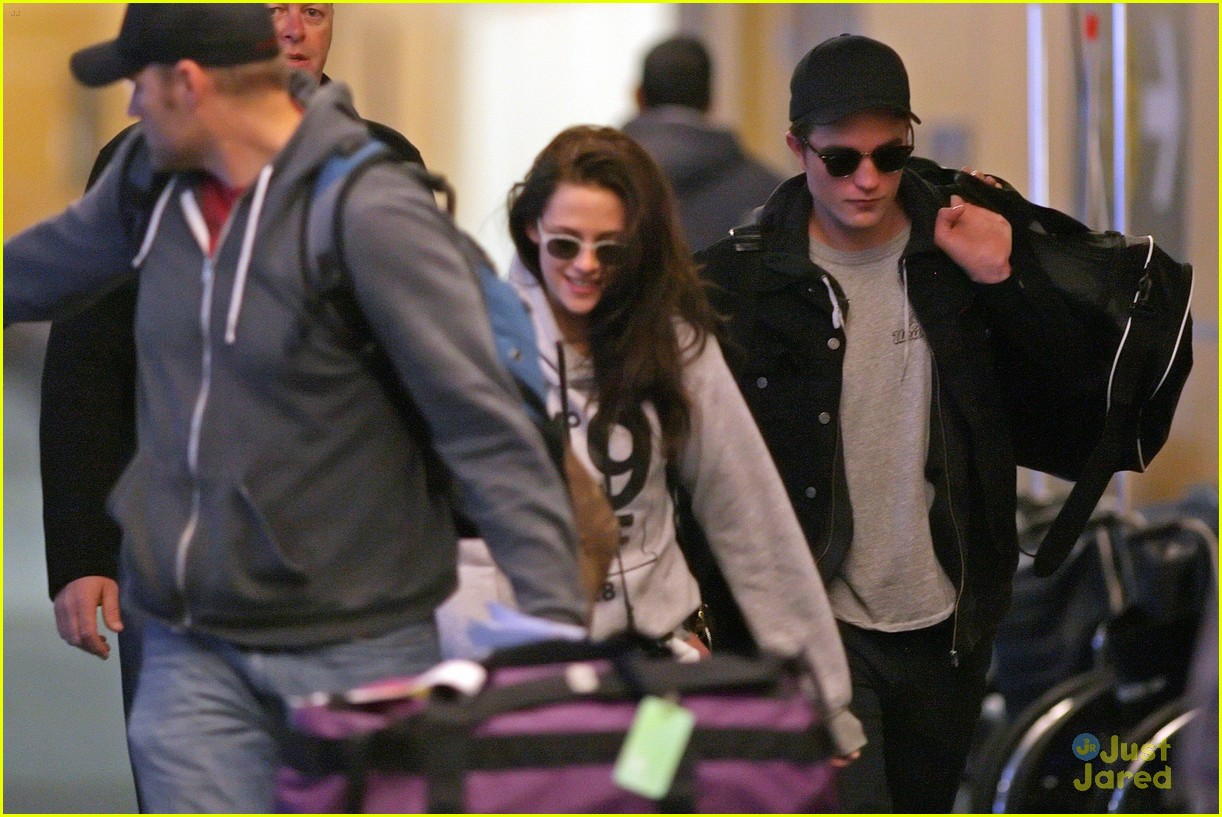 robert pattinson kristen stewart airport 10
