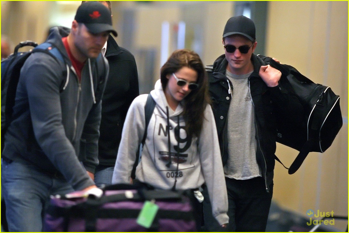robert pattinson kristen stewart airport 12