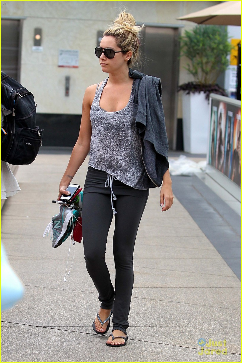 ashley tisdale high bun beauty 08