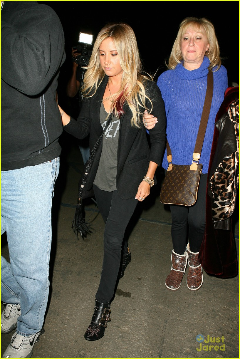 ashley tisdale coldplay concert 02
