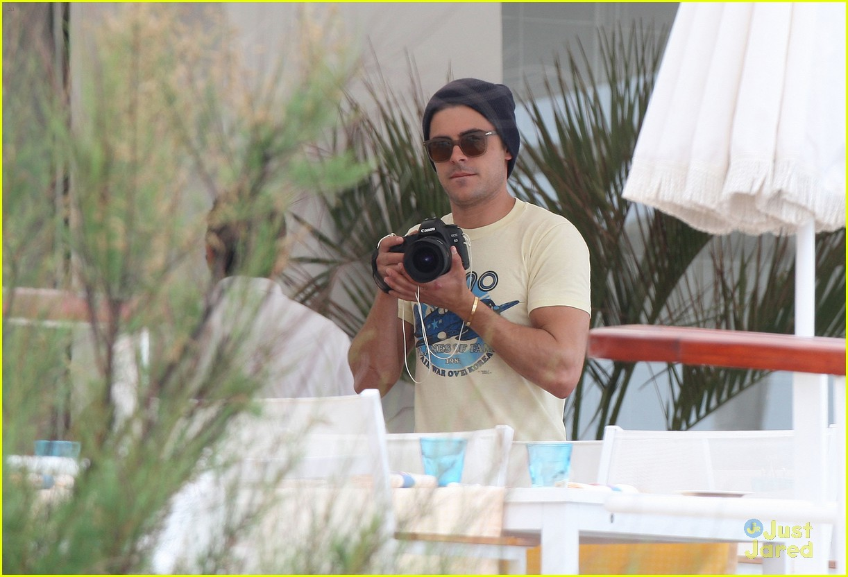 zac efron cannes camera 07