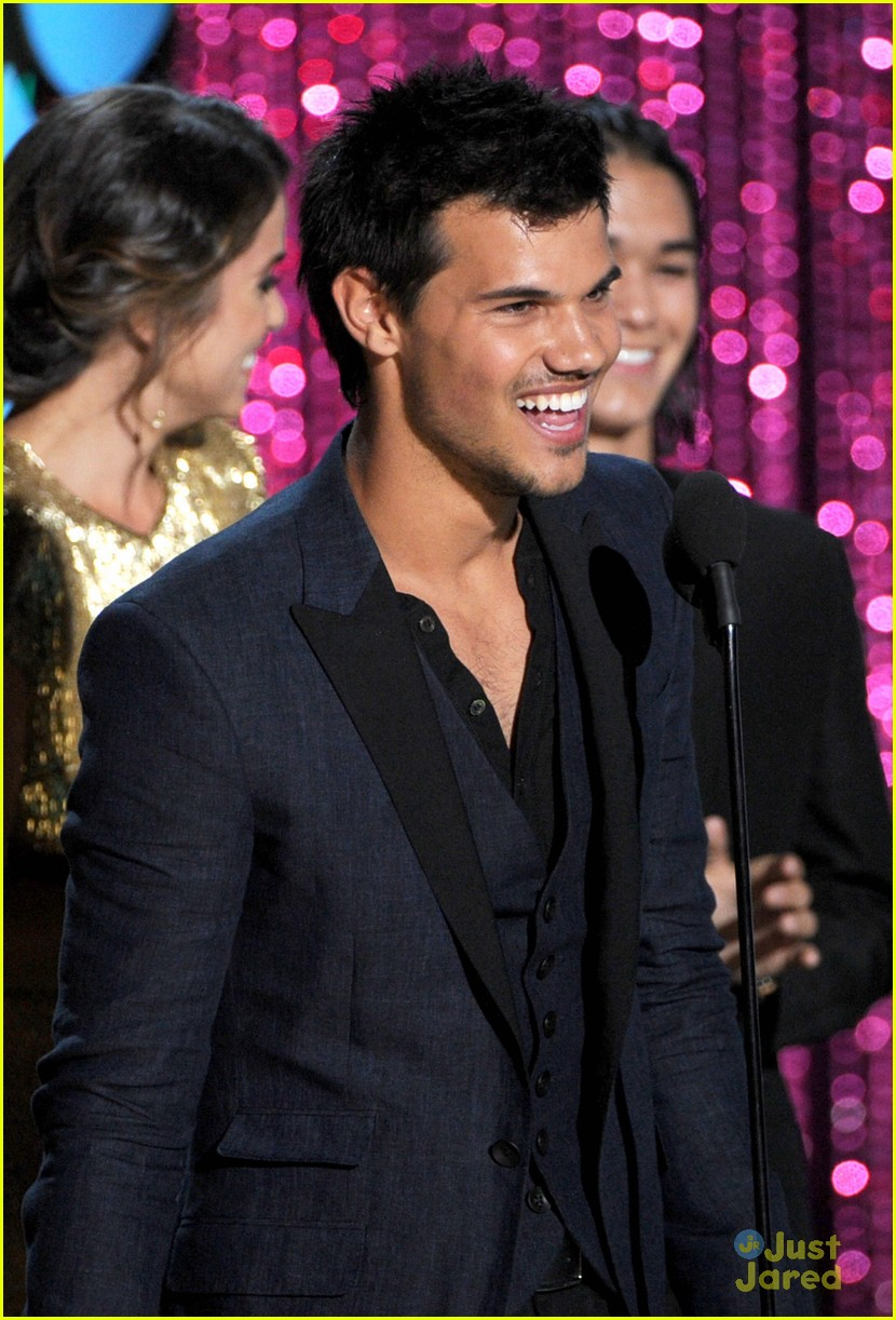 booboo stewart taylor lautner mtv movie awards 04