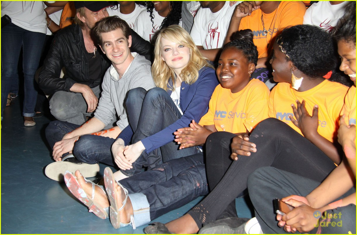 emma stone andrew garfield blue glasses 07