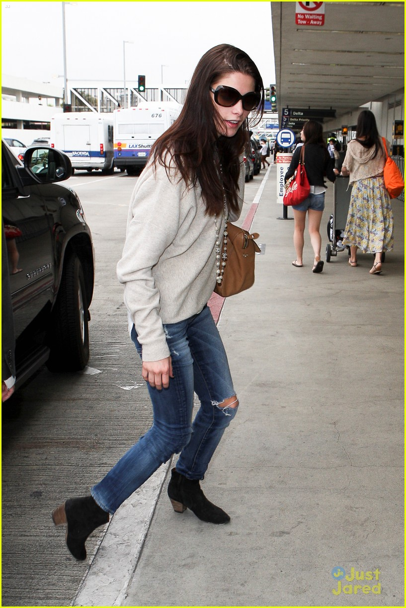 ashley greene lax jfk 07