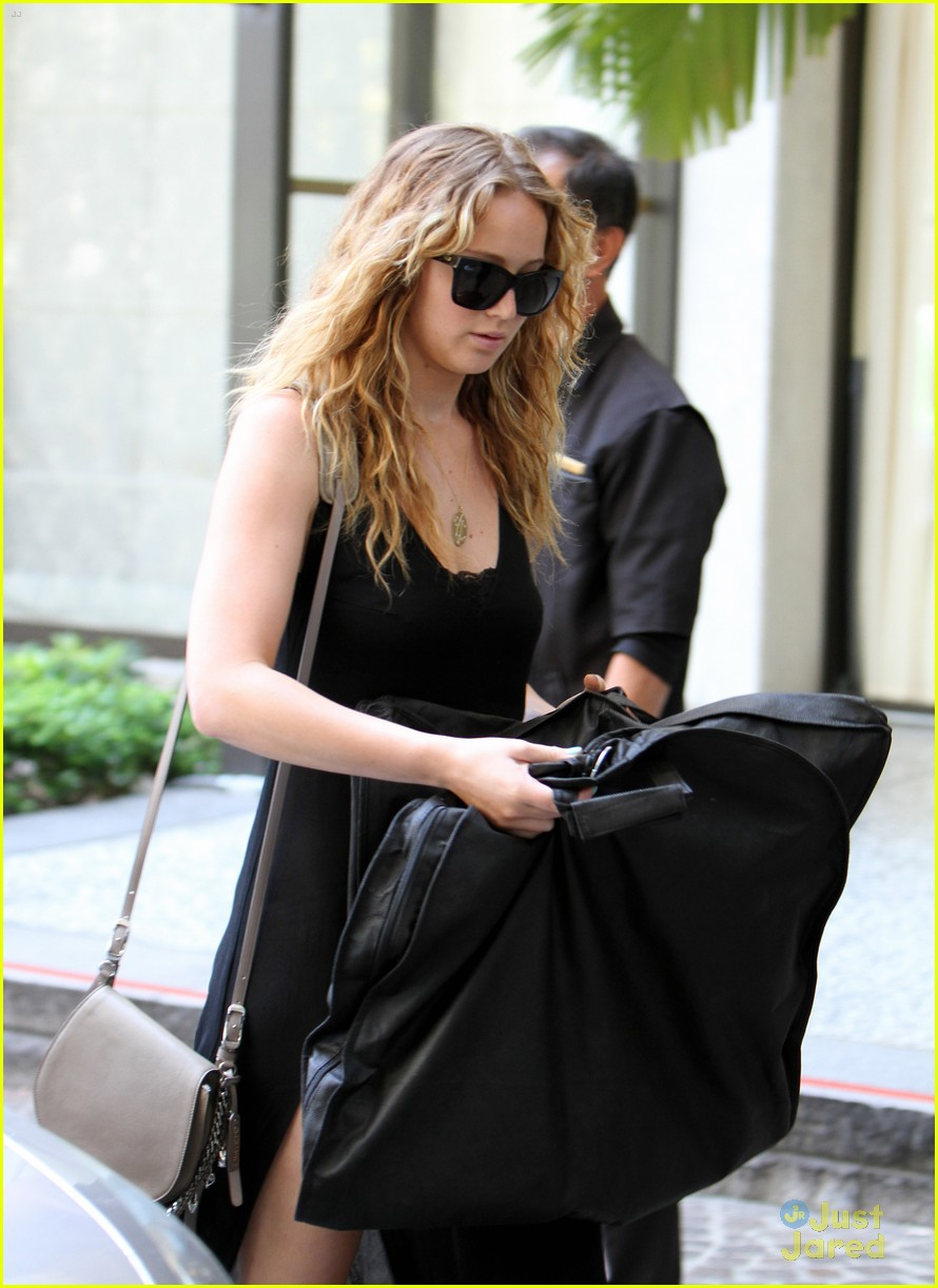jennifer lawrence garment bag 02