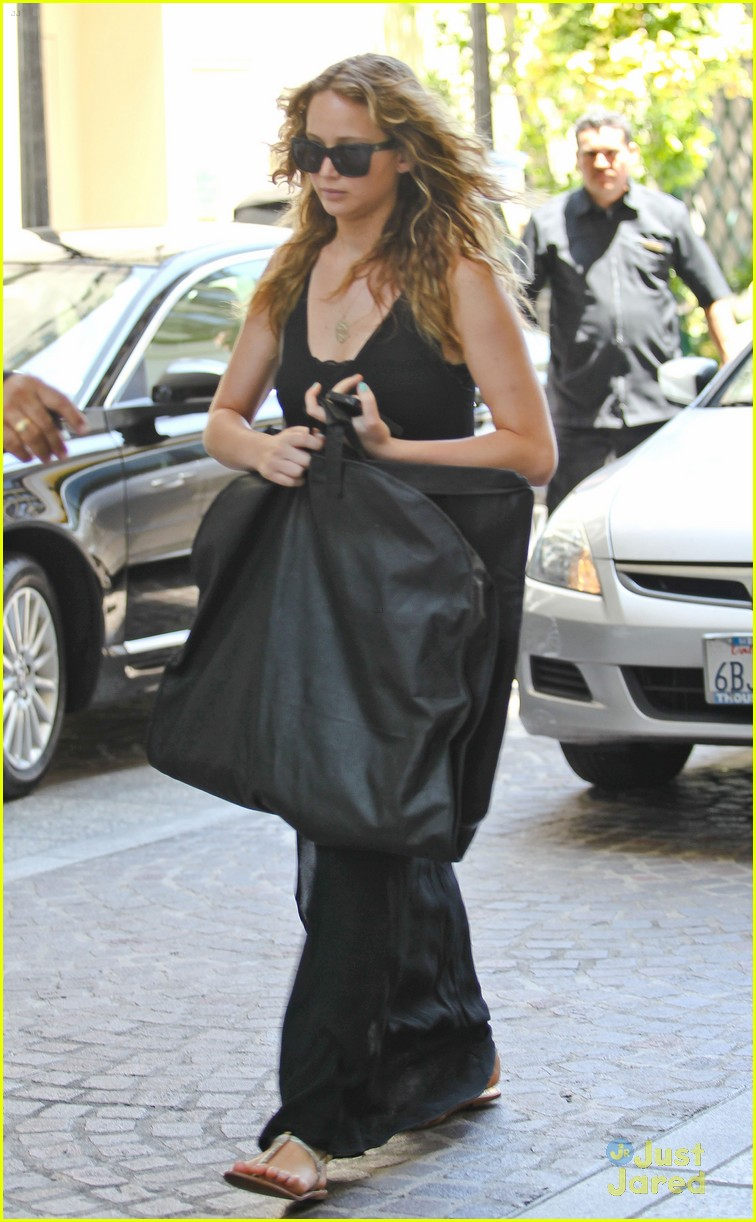 jennifer lawrence garment bag 04