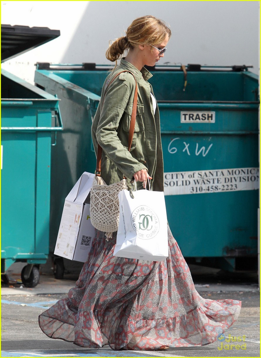 jennifer lawrence sunday shopping 07