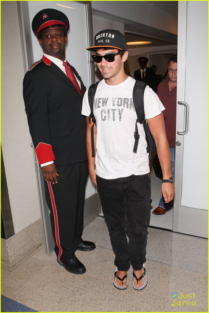 nick joe jonas big apple bound 02