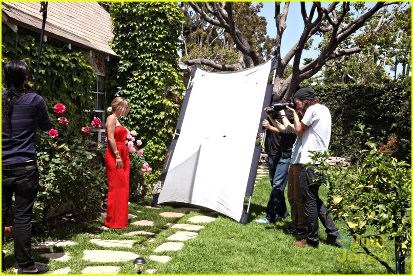 julianne hough zooey bts 06