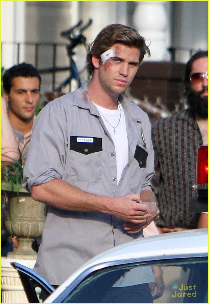 liam hemsworth empire state bandage 02