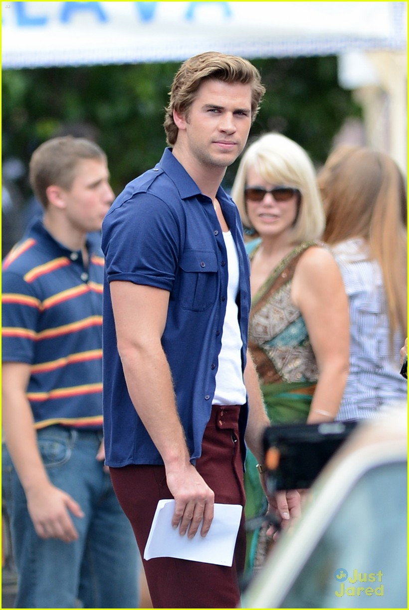liam hemsworth empire state bandage 04