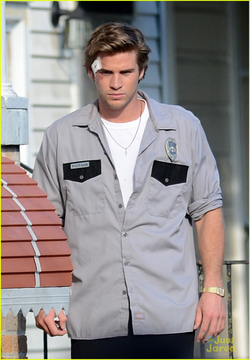liam hemsworth empire state bandage 05