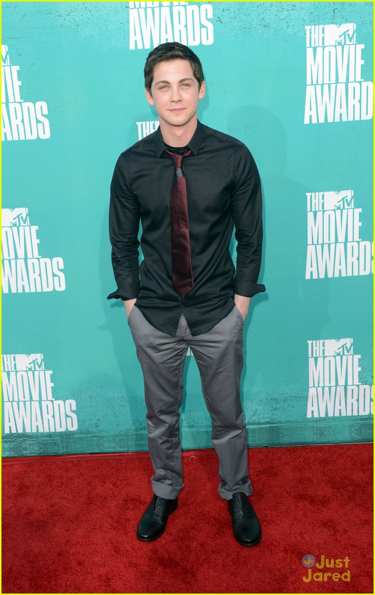 logan lerman mtv movie awards 02