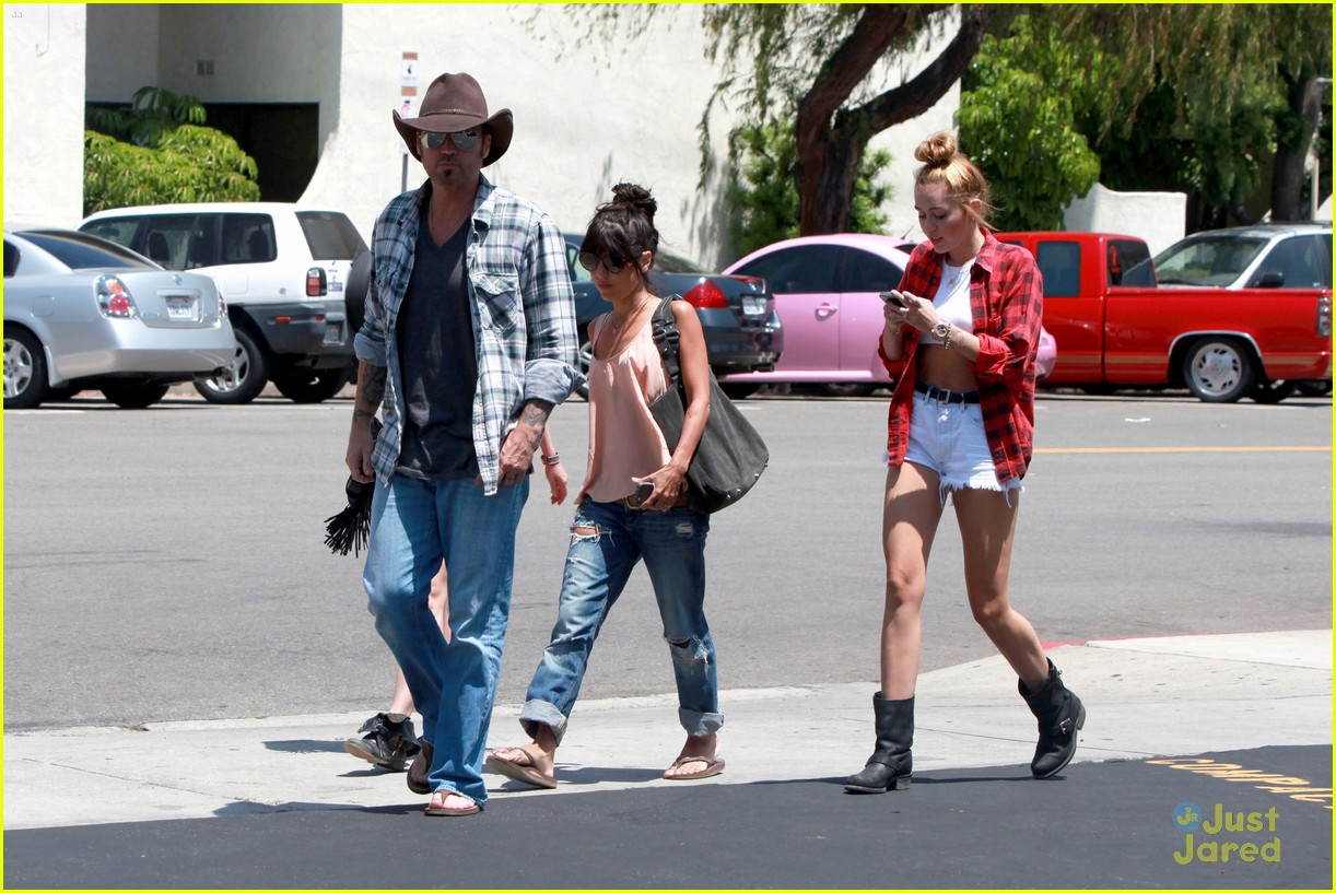 miley cyrus patys lunch 04