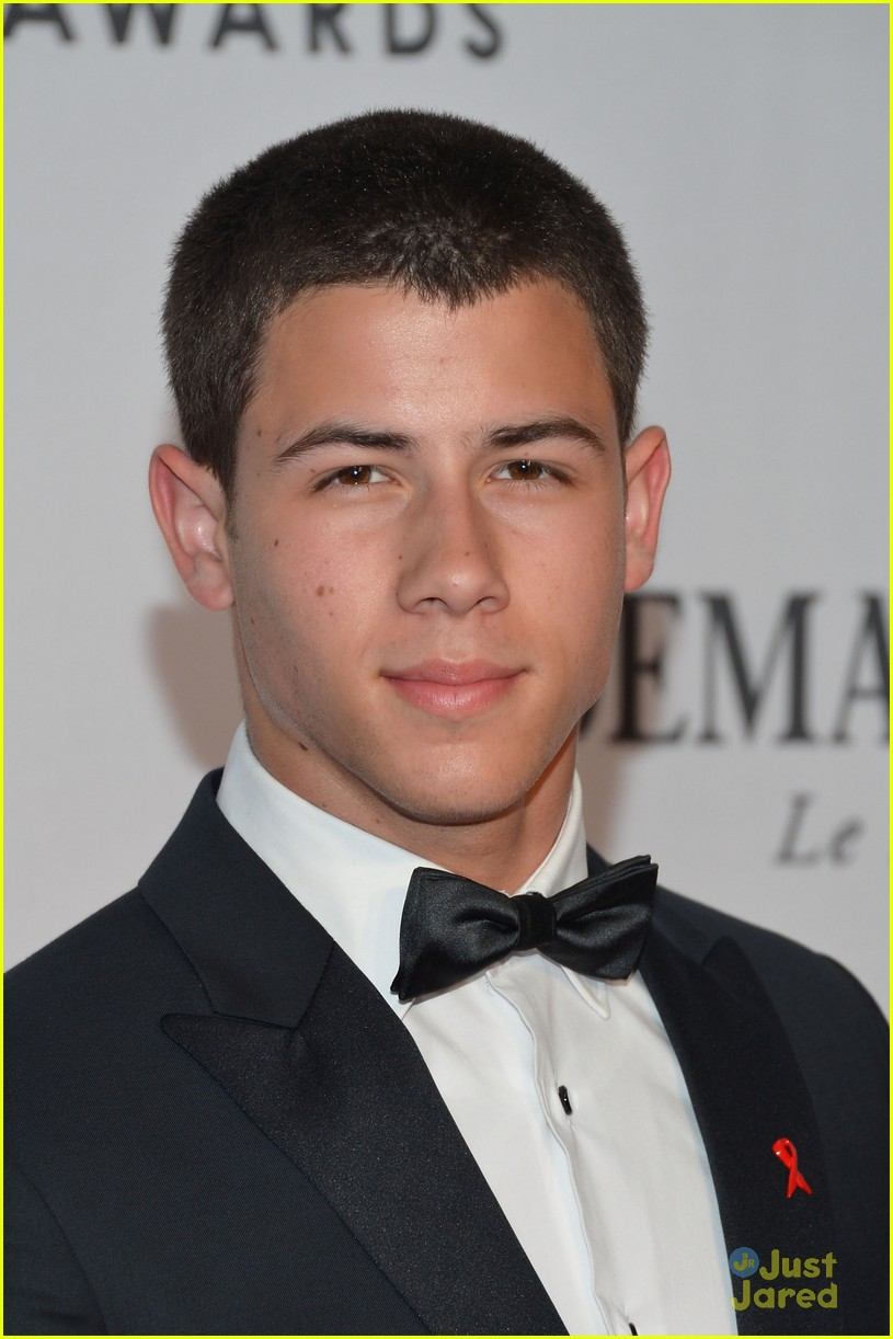nick jonas tony awards 01
