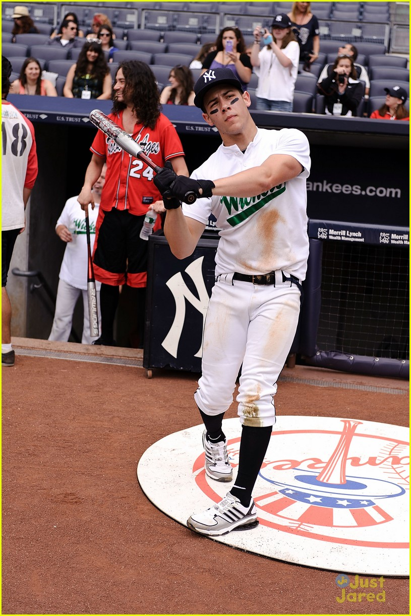 nick jonas wickets baseball 02