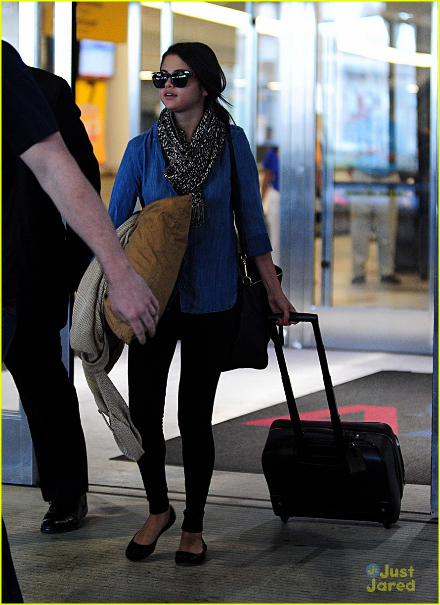 selena gomez airport arrival 10
