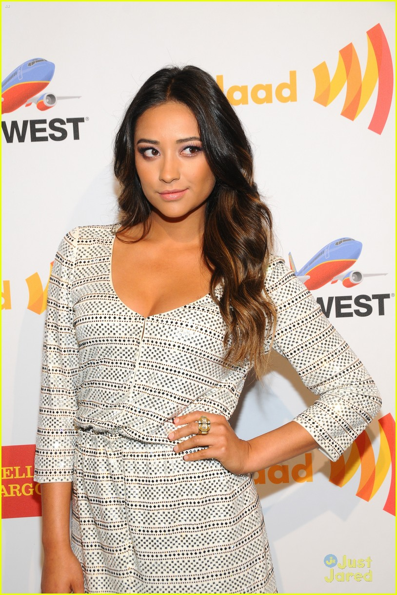 shay mitchell sneaking out 01