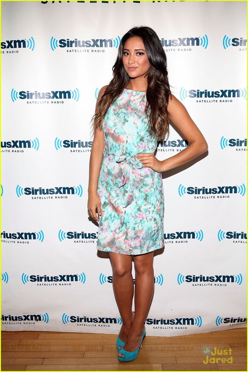 shay mitchell sneaking out 04