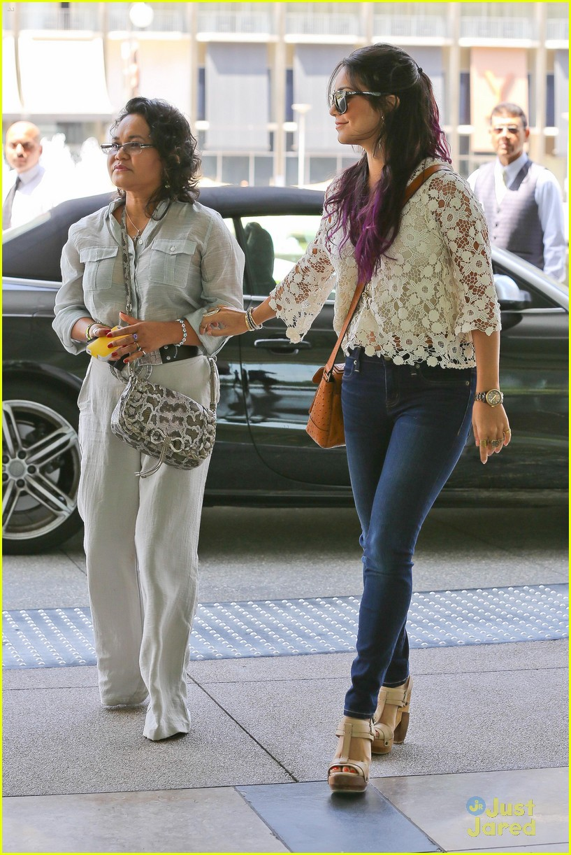 vanessa hudgens century city mom 06