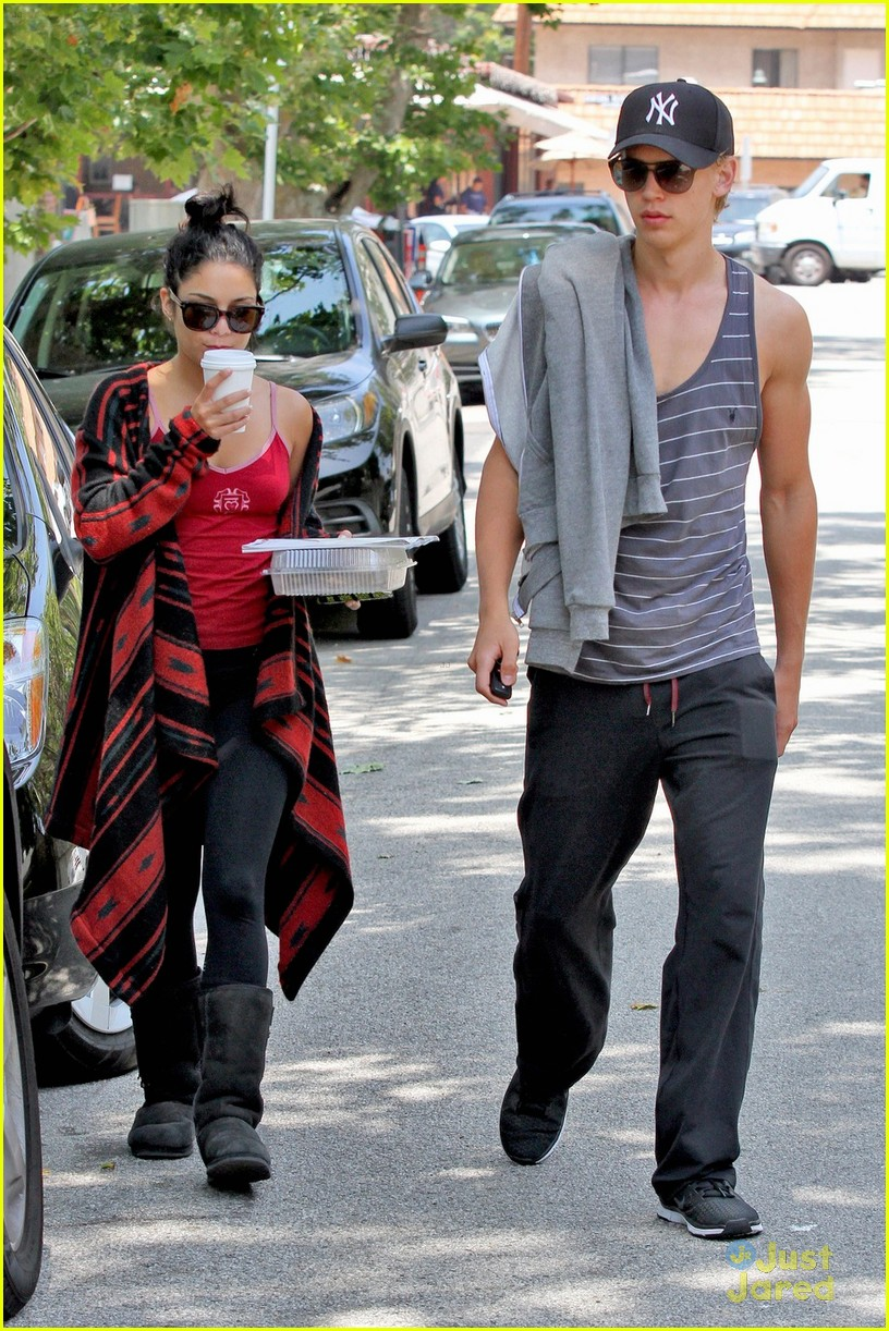vanessa hudgens austin butler kings road 02