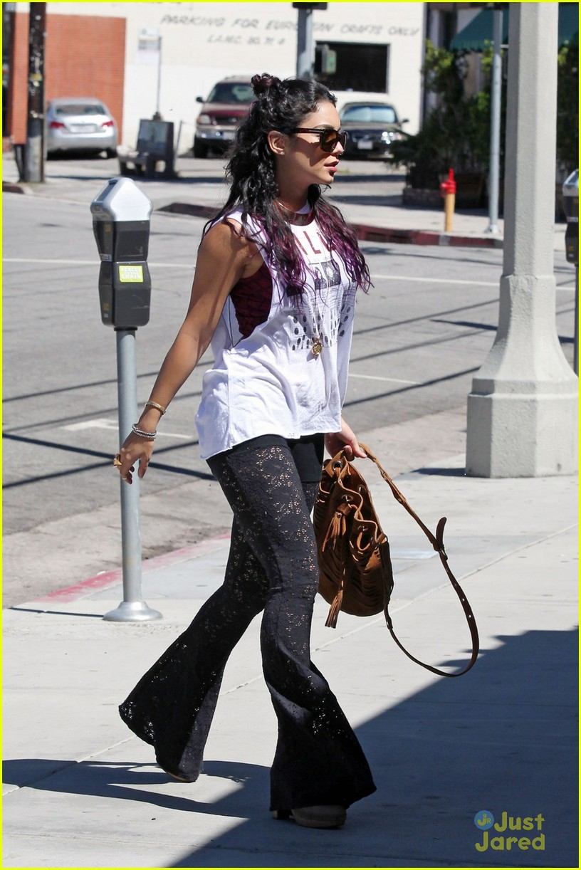 vanessa hudgens austin butler sun cafe 04