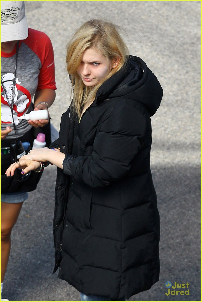 abigail breslin trunk hive 01