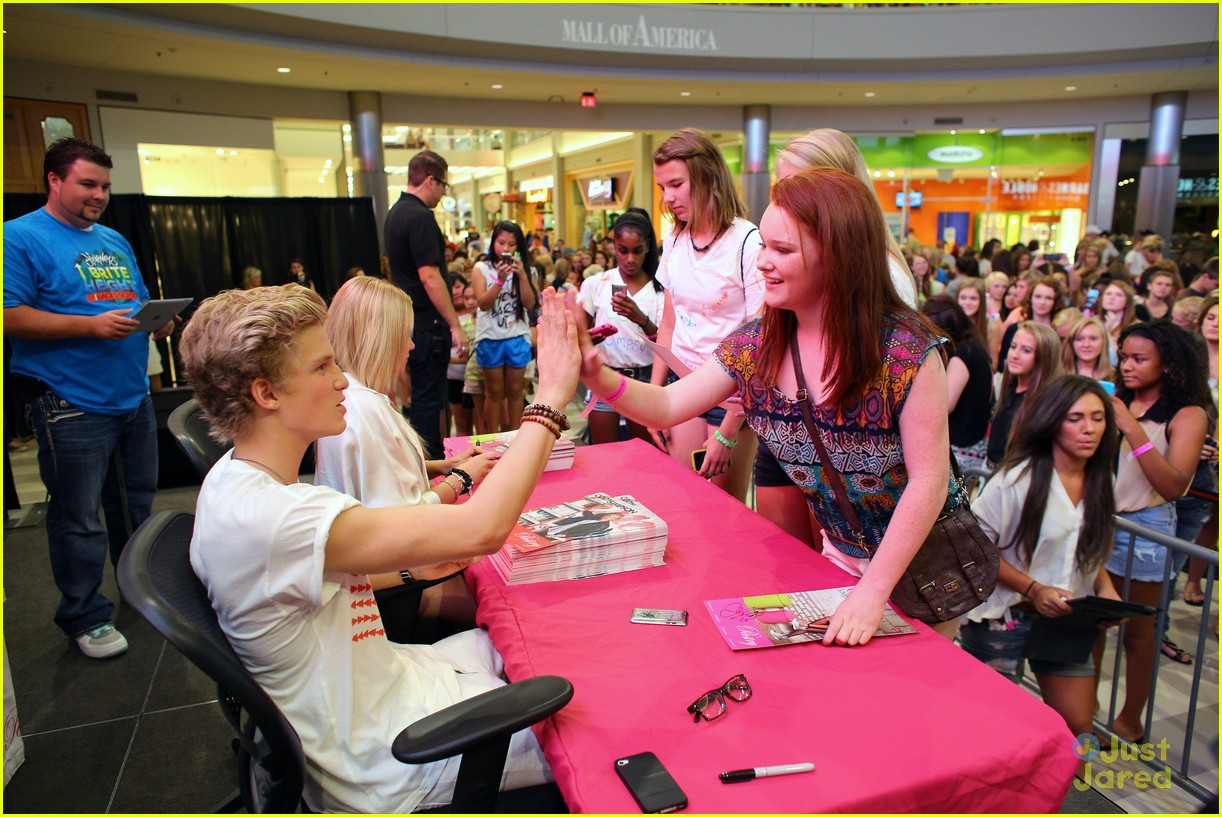 cody simpson mall america 11