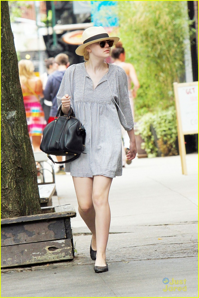 dakota fanning nyc walk 05