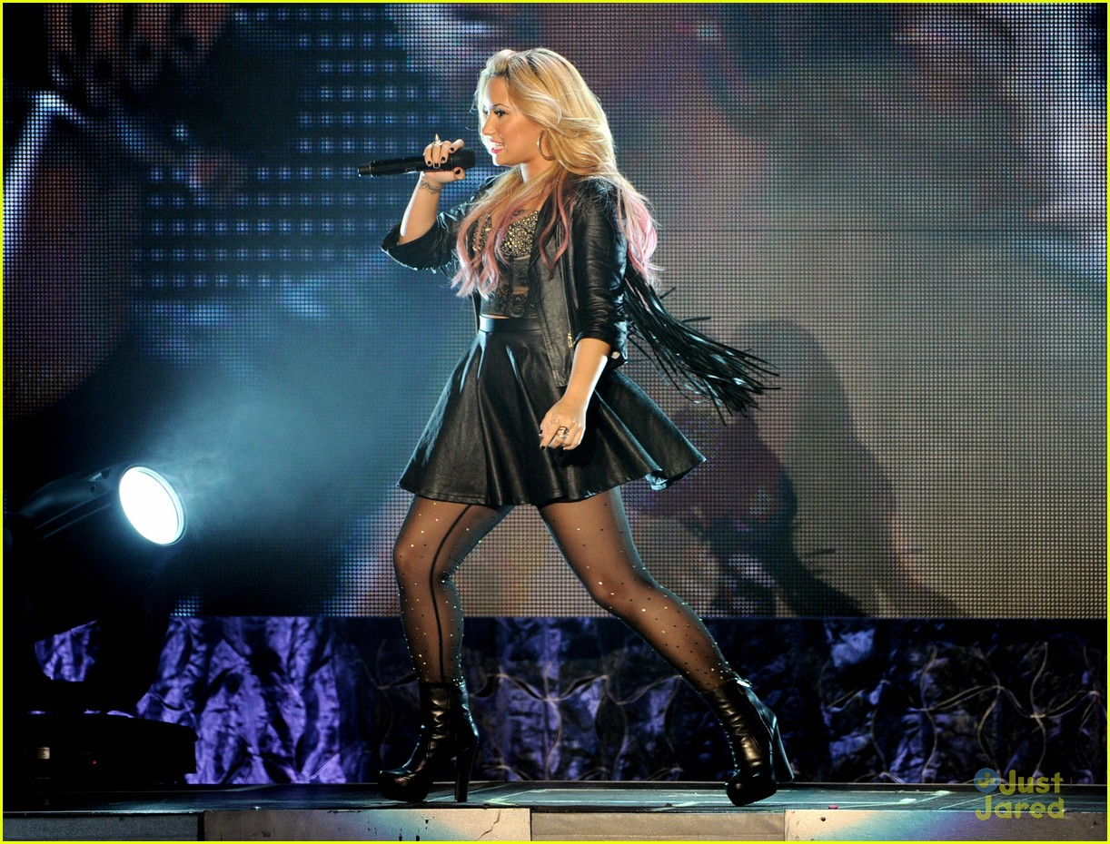 demi lovato greek la concert 21