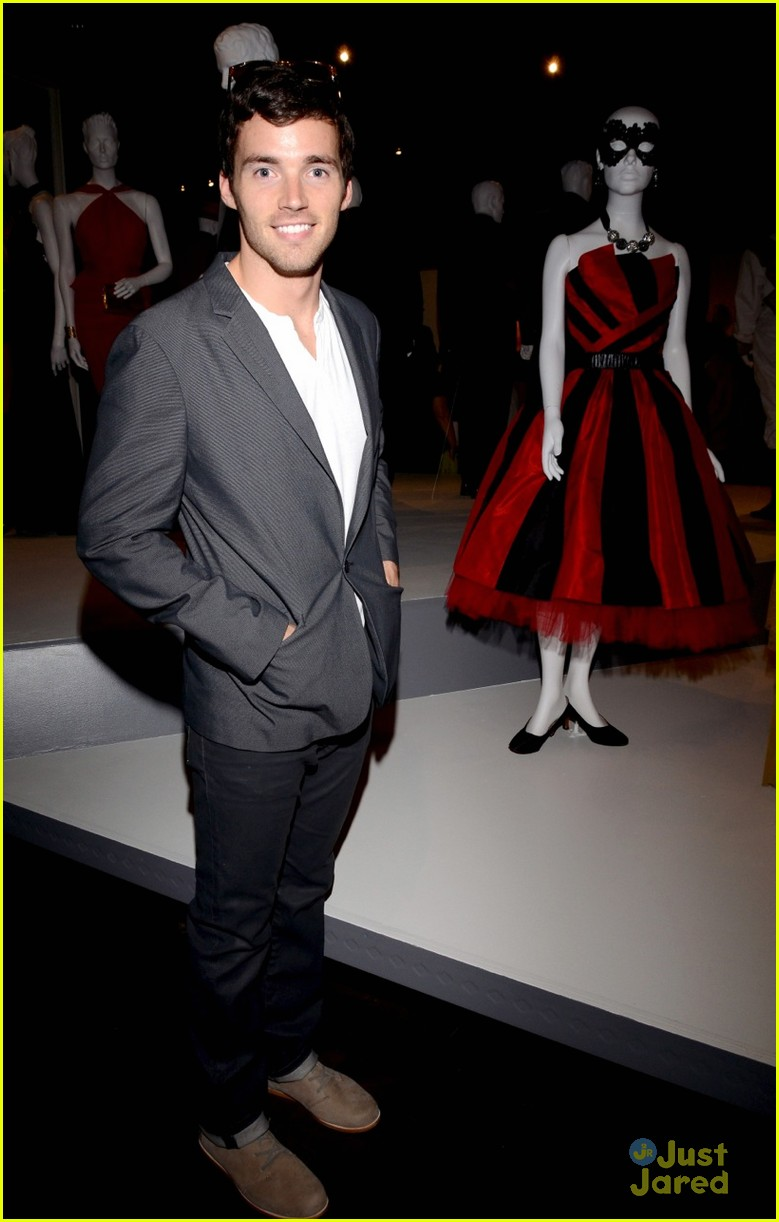 ian harding mandi lane emmy reception 01