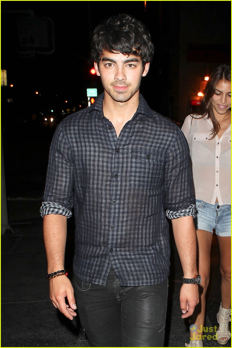 nick joe jonas dinner movie 06