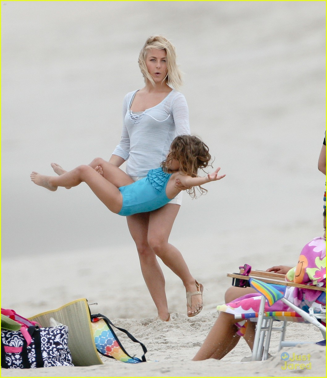 julianne hough safe beach 04