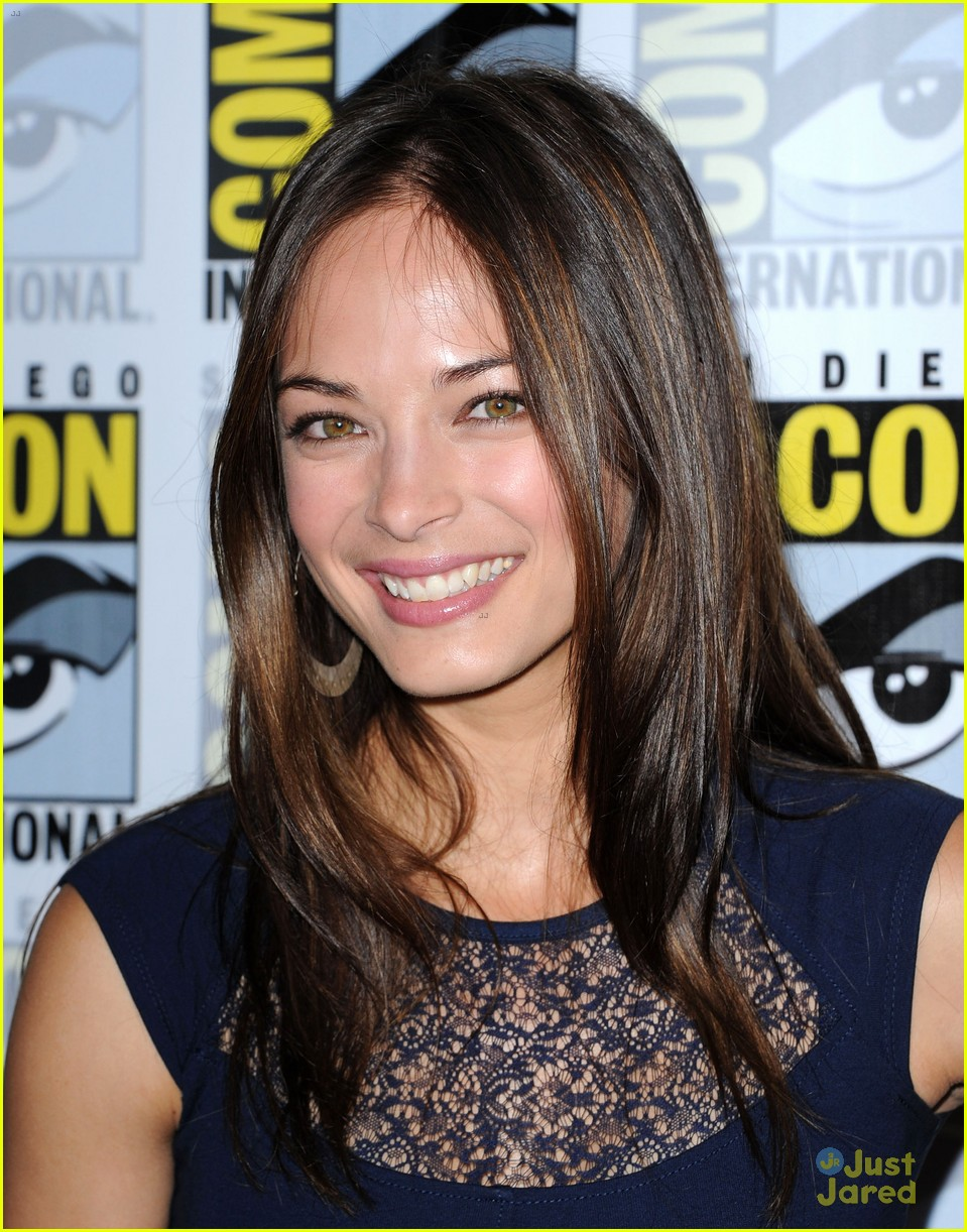 kreuk comic con 02