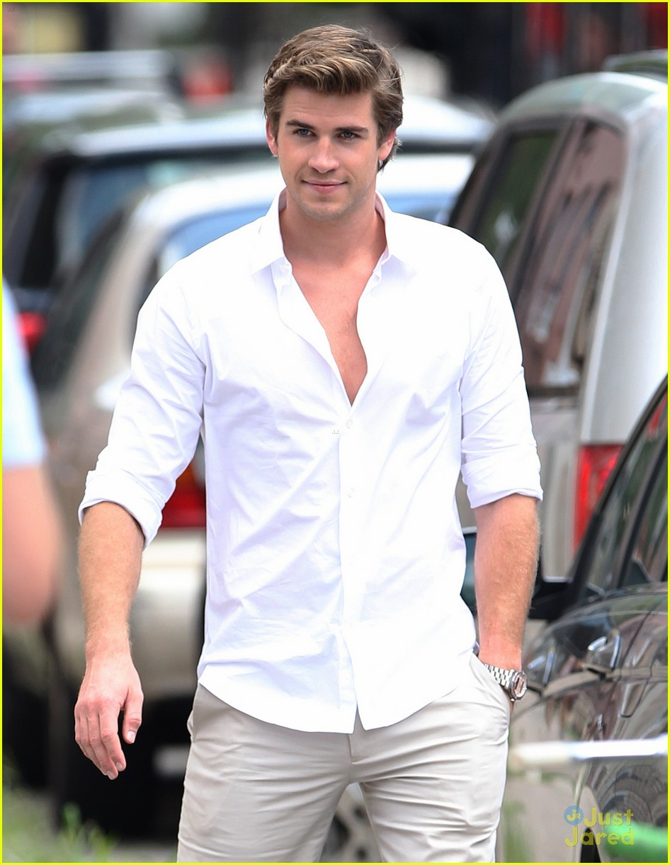 liam hemsworth scene stealer 01