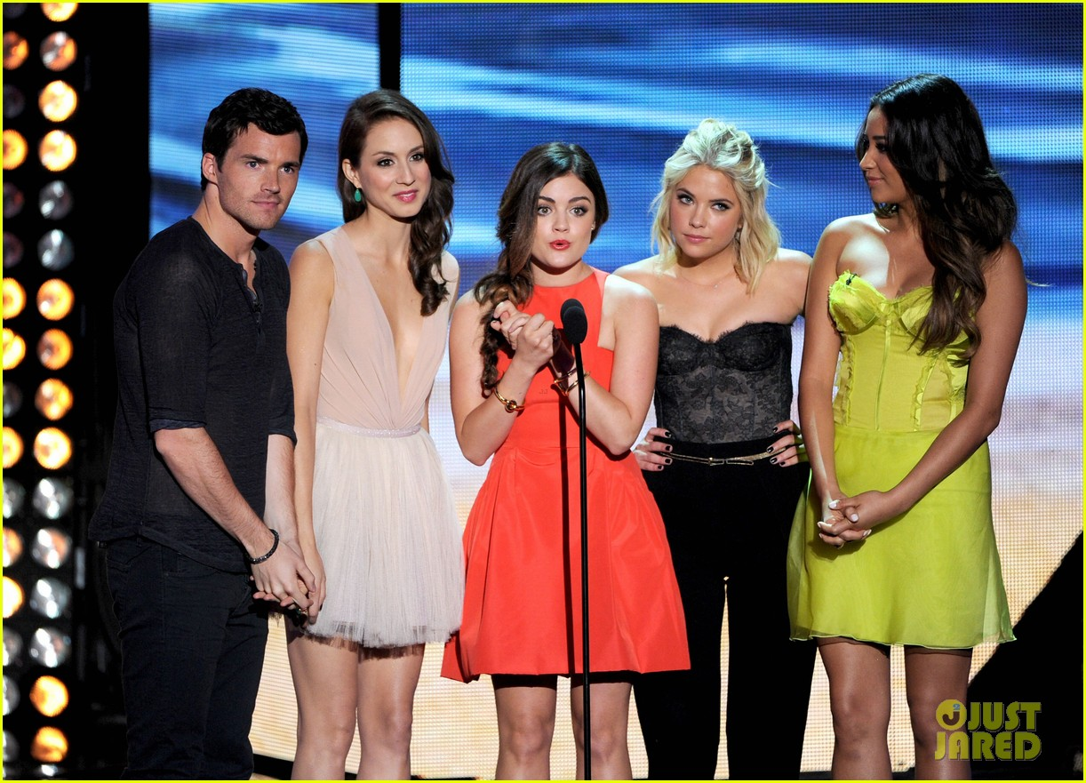 lucy hale teen choice awards 2012 01