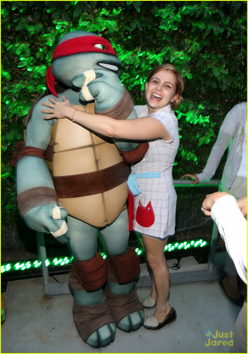 mae whitman ninja turtles sdcc 04