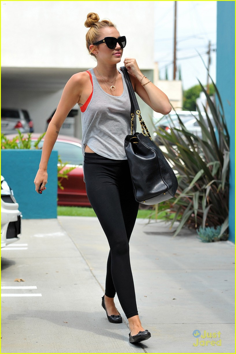 miley cyrus liam hemworth pilates 15