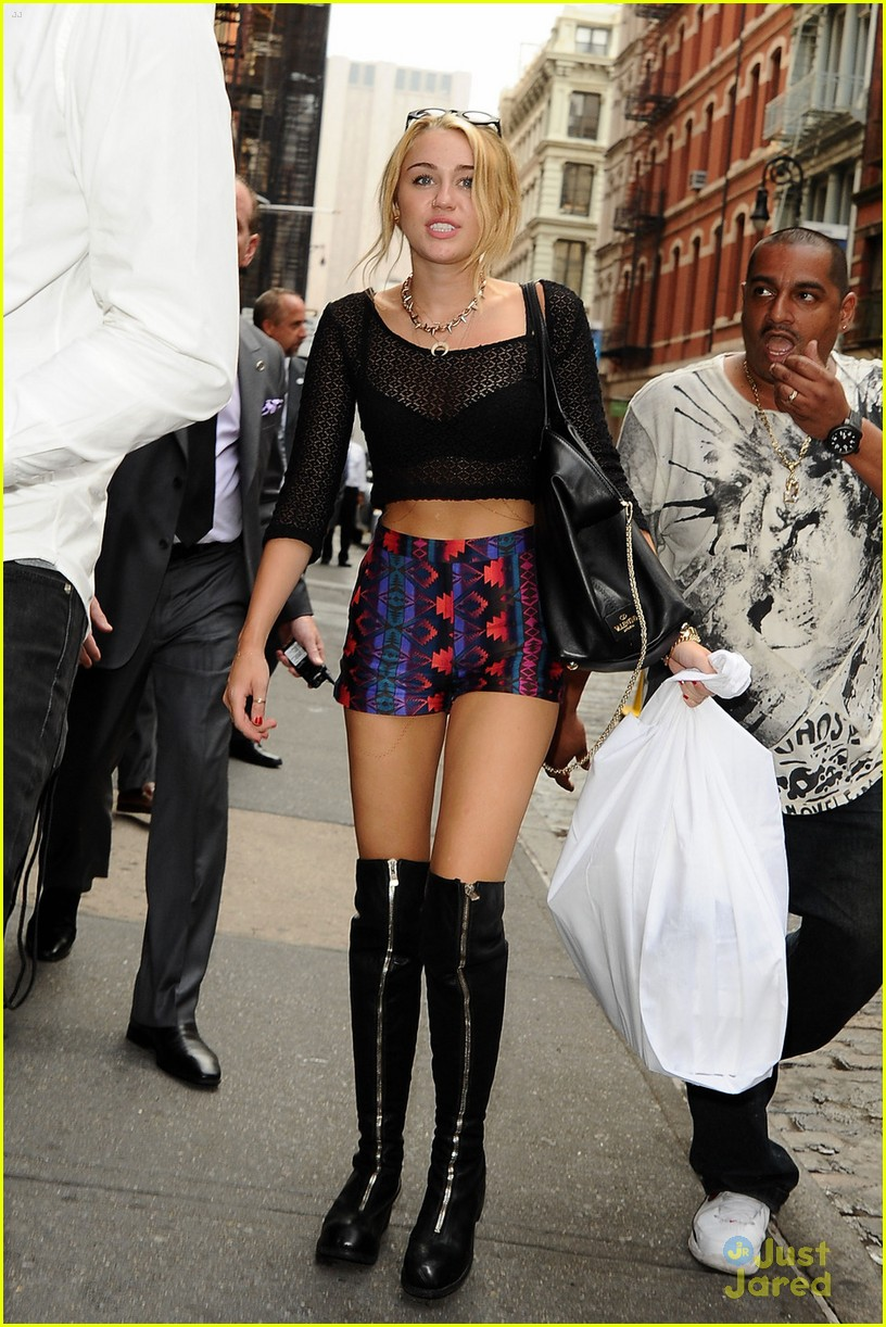 miley cyrus nyc shopper 01