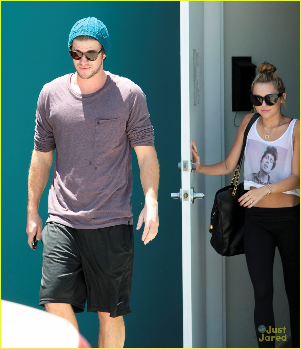 miley cyrus liam hemsworth skateboard sunday 10