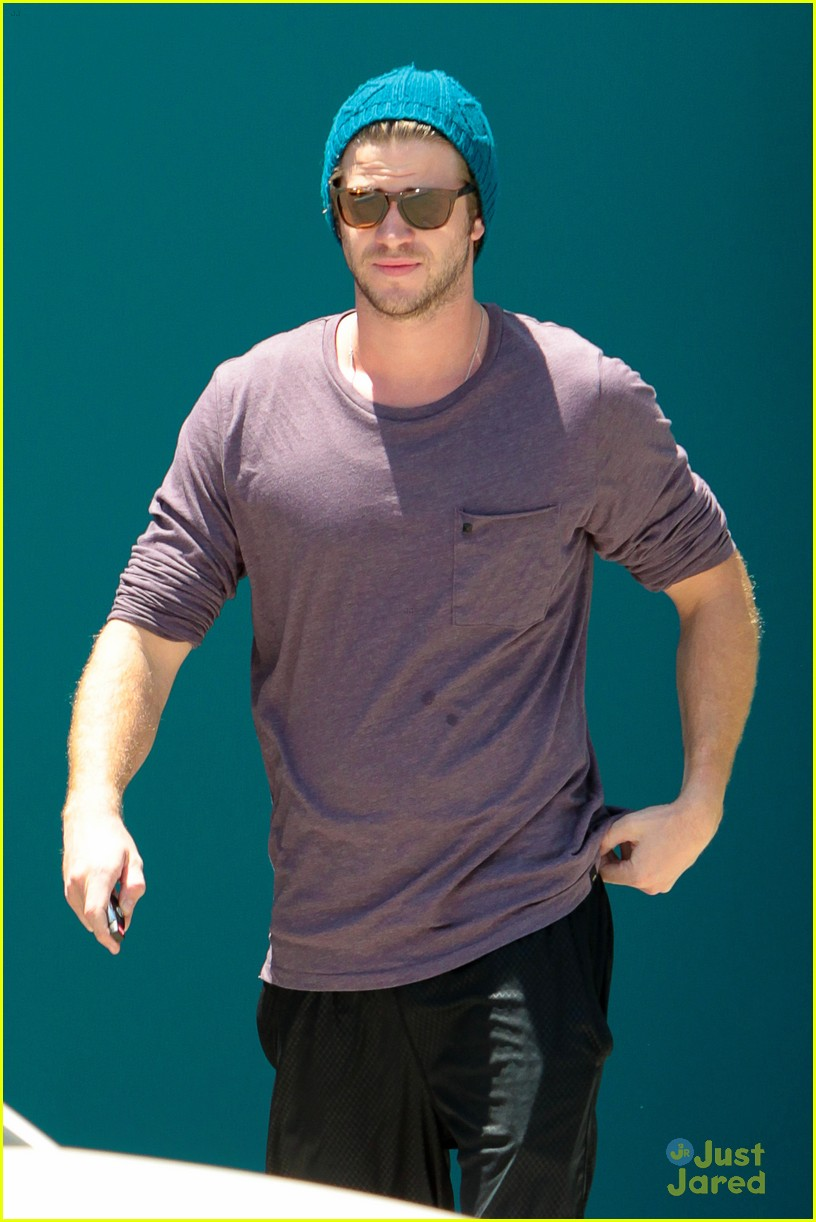 miley cyrus liam hemsworth skateboard sunday 15