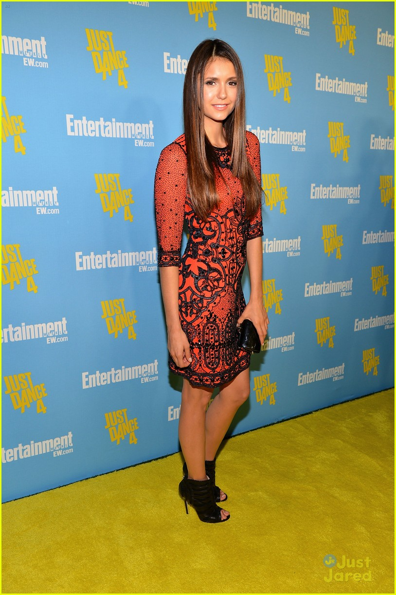 nina dobrev ew comic con party 07
