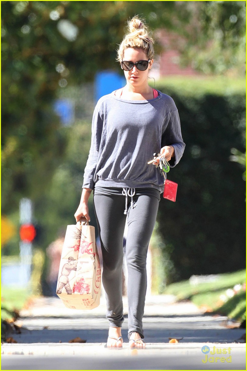 ashley tisdale trader joes run 06